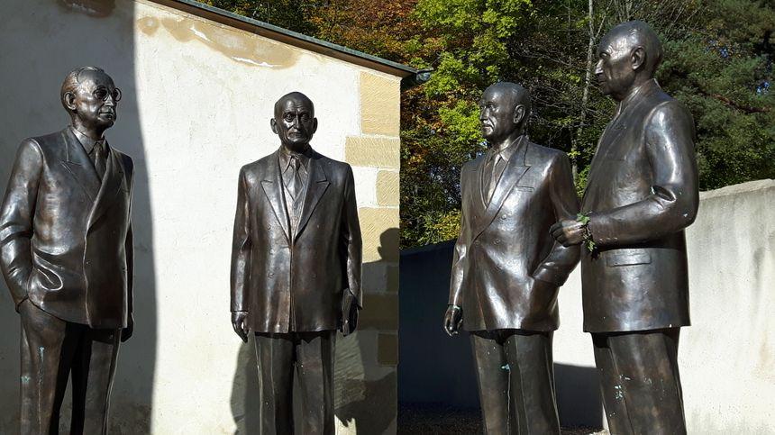 De gauche à droite : Alcide de Gasperi, Robert Schuman, Jean Monet, Konrad Adenauer