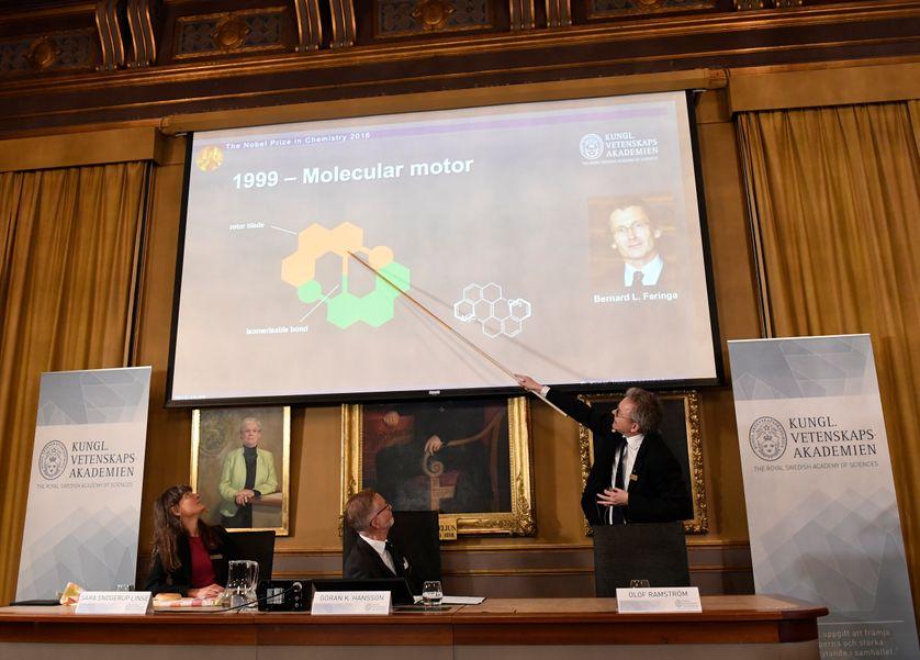 Lors de l'annonce du prix Nobel de chimie à Stockholm, mercredi 5 octobre.