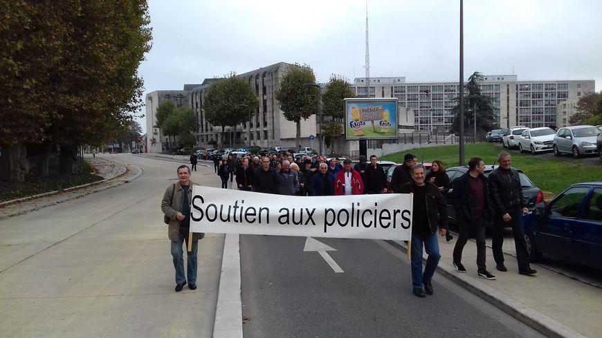 Policiers et citoyens ont marché main dans la main ce mercredi midi à Metz.