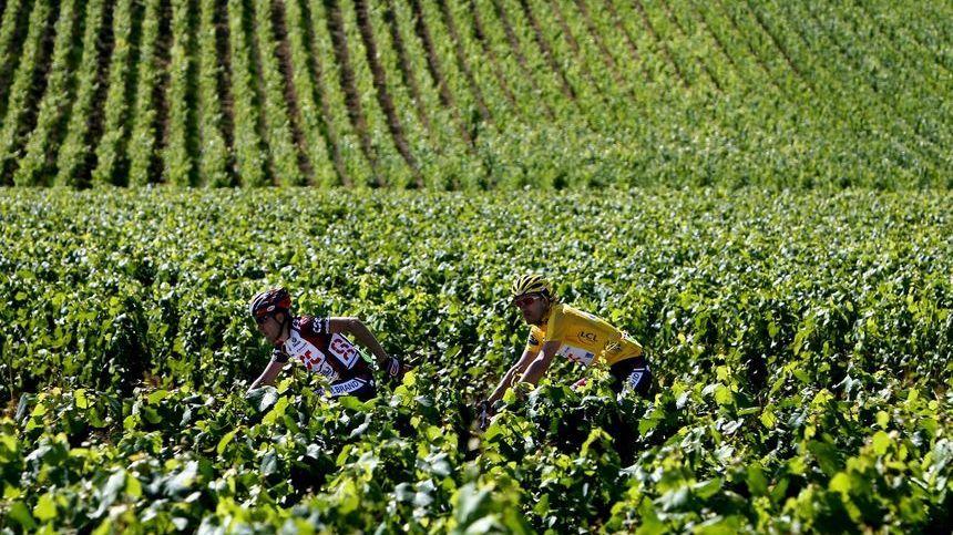 La dernière fois que le Tour de France a traversé les vignes de Côte-d'Or,  c'était en 2007 à Semur en Auxois