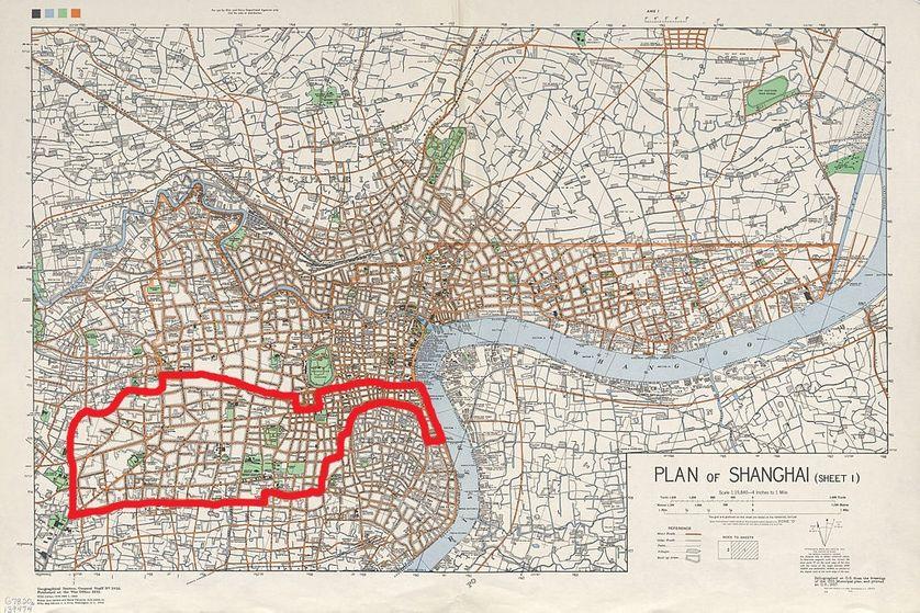 Carte de Shanghai en 1935, avec les limites de la concession française, en rouge.