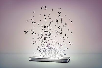 Avec l'application Roger Voice, les appels sont transcrits en mots sur le téléphone