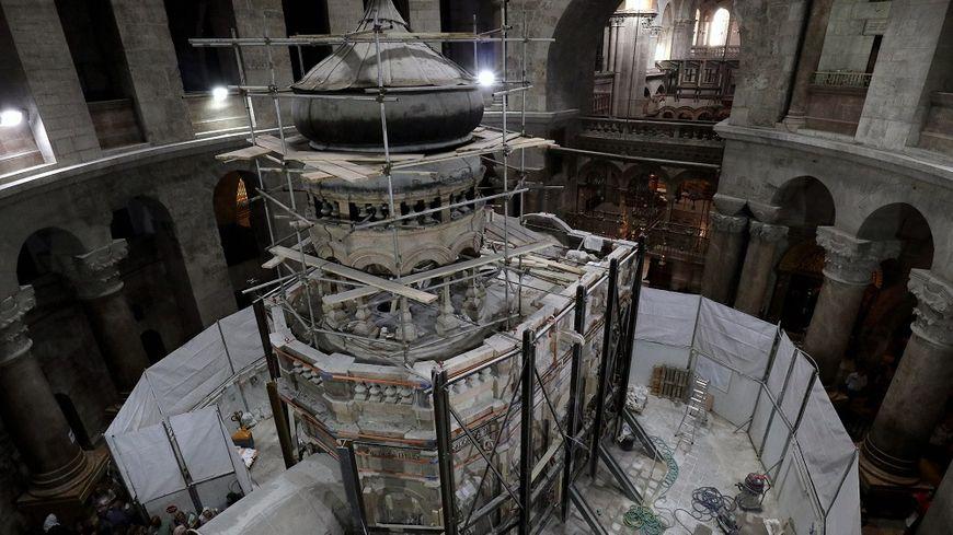 Les experts vont pouvoir analyser les composantes du tombeau du Christ.