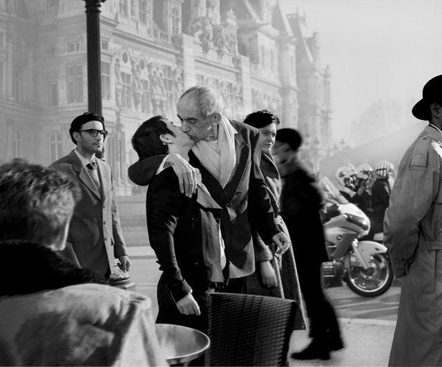 Hommage à Robert Doisneau, Baiser de hotel de ville, 1950, 2014