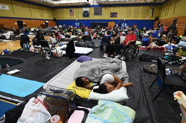 Les habitants se sont réfugiés dans des gymnases pour échapper aux intempéries