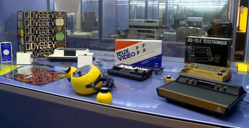 D'anciennes consoles de jeux, dont l'Odyssey, de la collection Charles Cros.