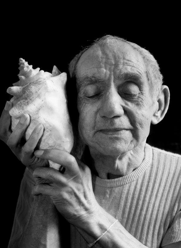 Hommage à Edouard Boubat, Remi écoutant la mer, Paris, 1995, 2013