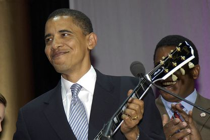 Barack Obama, guitare à la main