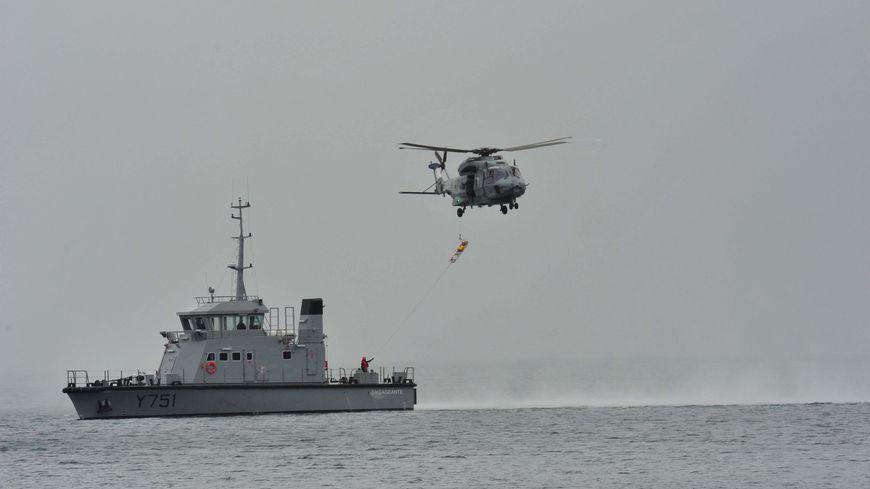 L'hélicoptère Caïman a treuillé une équipe médicale au large de Bréhat