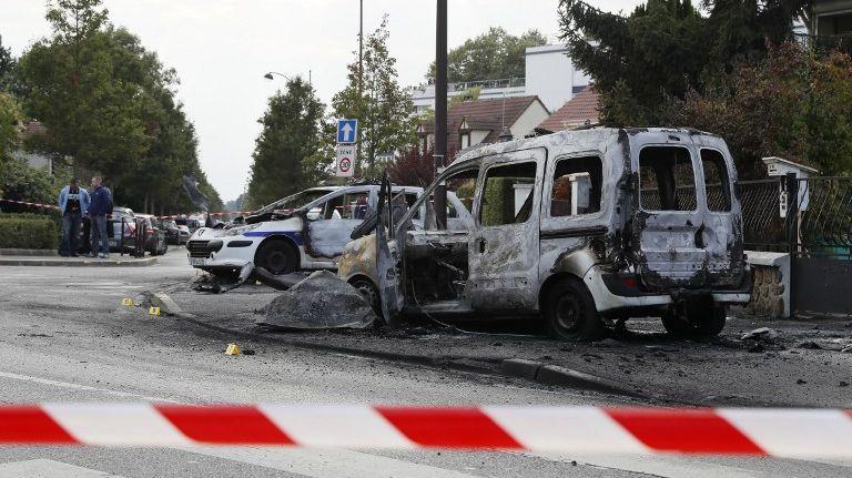 Les deux voitures de police incendiées à Viry-Châtillon