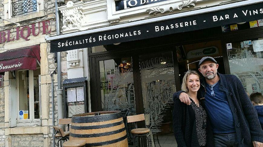 Caroline et Franck patrons du Bar à 20 place de la République