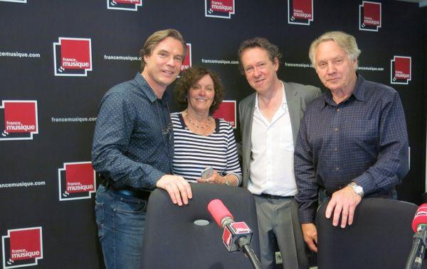 France Musique, studio 141... Jean-François Lapointe, ténor et ses parents venus du Canada & Benoît Duteurtre, producteur (de g. à d.) ©Annick Haumier-Radio France