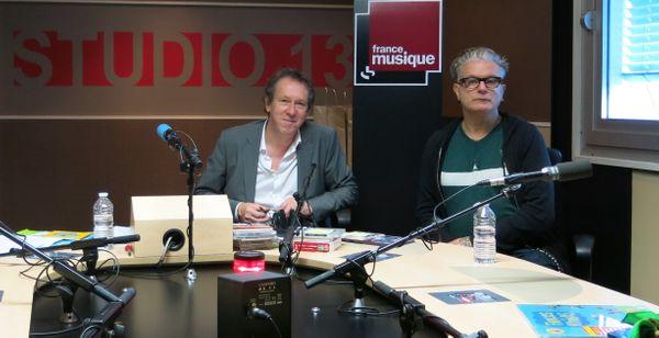 France Musique, studio 131... Benoît Duteurtre & Sanseverino, un style inimitable mâtiné de rock-swing endiablé ! (de g. à d.) ©Annick Haumier-Radio France