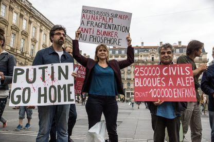 Rassemblement à Lyon en soutien contre les raids aériens du régime syrien et de la Russie à Alep