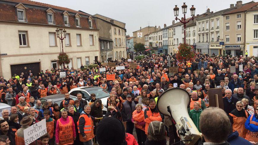 """1.200 manifestants mobilisés à Boulay-Moselle contre la hausse de la """"taxe ordures"""" dans leur communauté de communes"""