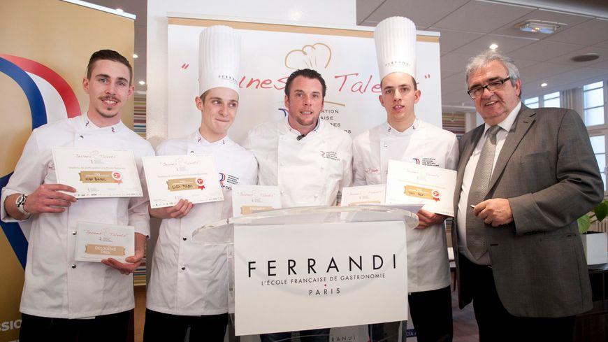 L'école Ferrandi forme les professionnels de la restauration et des métiers de bouche depuis 1920.