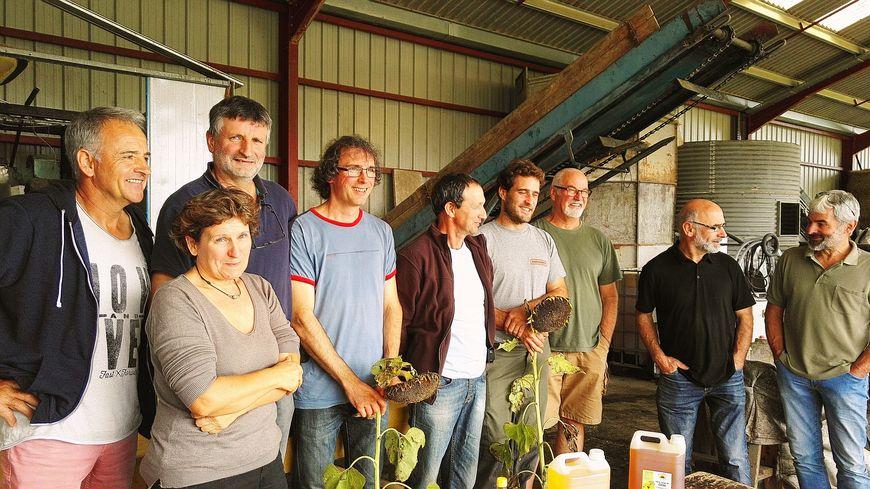 Les membres coopérateurs de Nouste Ekilili au pressoir de Gabat