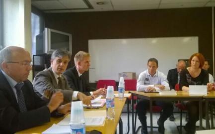 Le préfet, le DDSP, des magistrats et des policiers autour de la table