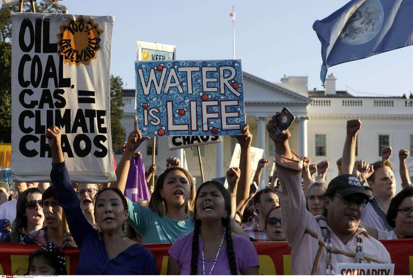 Manifestation devant la maison blanche en sept 2016 pour l'arrêt d'un projet de pipeline dans le Dakota