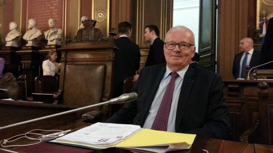Hugues Martin lors de son dernier conseil municipal à Bordeaux  en 2014.