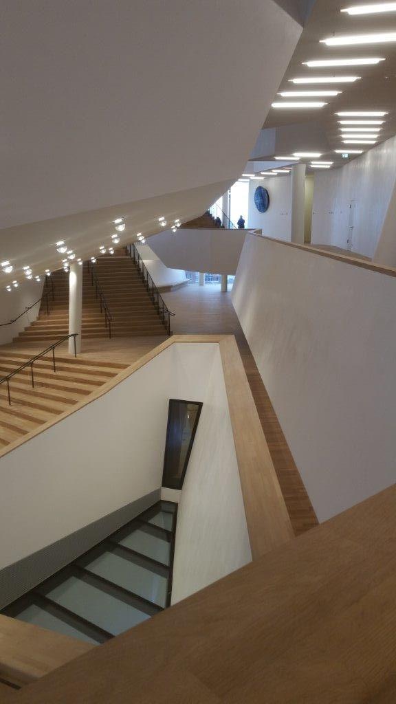 L'architecture de la philarmonie de l'Elbe conçue par les suisses Herzog et de Meuron