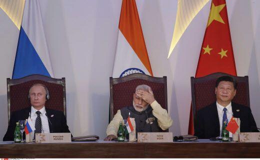 Vladimir Poutine, Narendra Modi et Xi Jinping, le mois dernier à la tribune du dernier sommet des BRICS