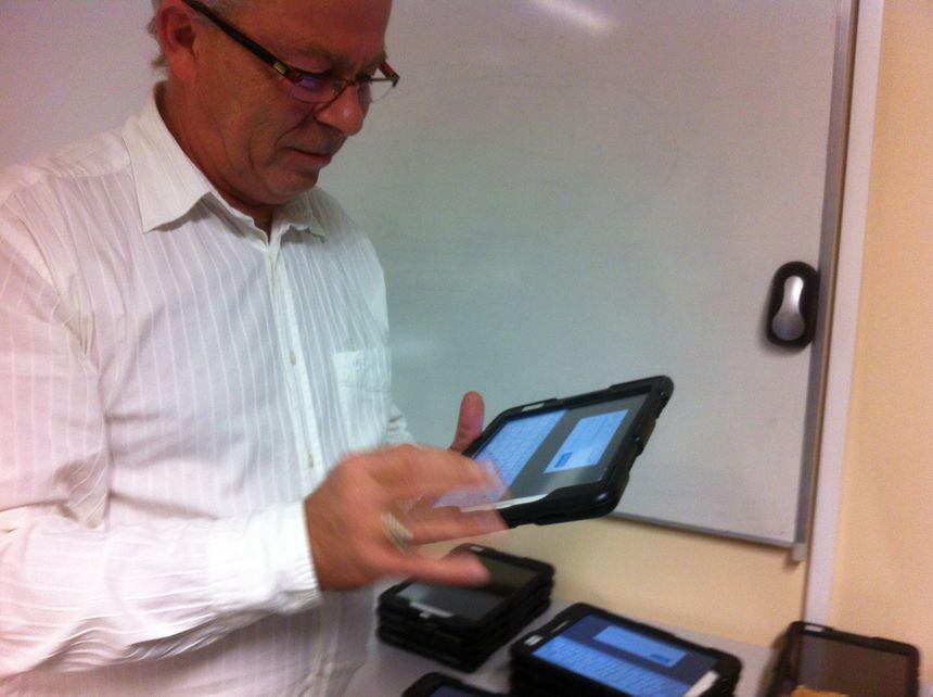 L'examen se déroule sur une tablette, directement connectée avec le Ministère de l'Intérieur