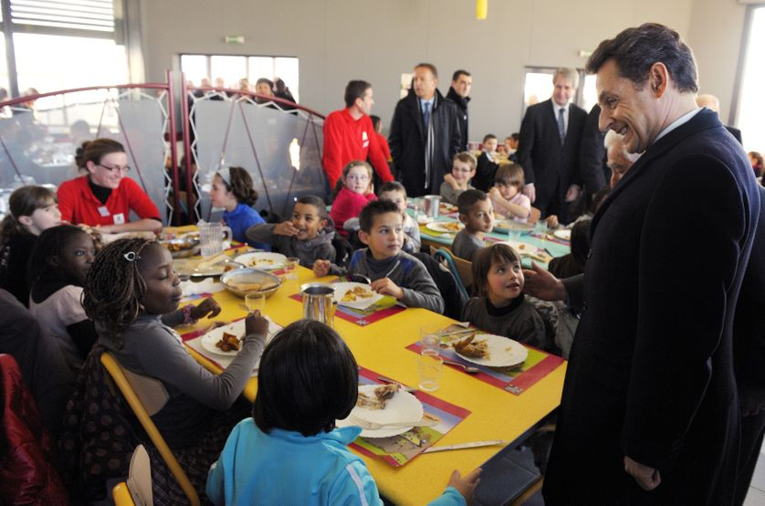 Nicolas Sarkozy visite une cantine scolaire dans l'Ariège, le 17 janvier 2012.