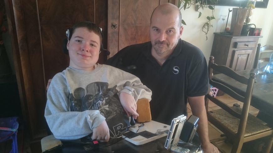 Maxime, 15 ans, est atteint d'amyotrophie spinale
