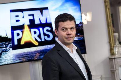 """Alexis Delahousse lors d'une conférence de presse de présentation de la nouvelle chaîne """"BFM Paris"""""""