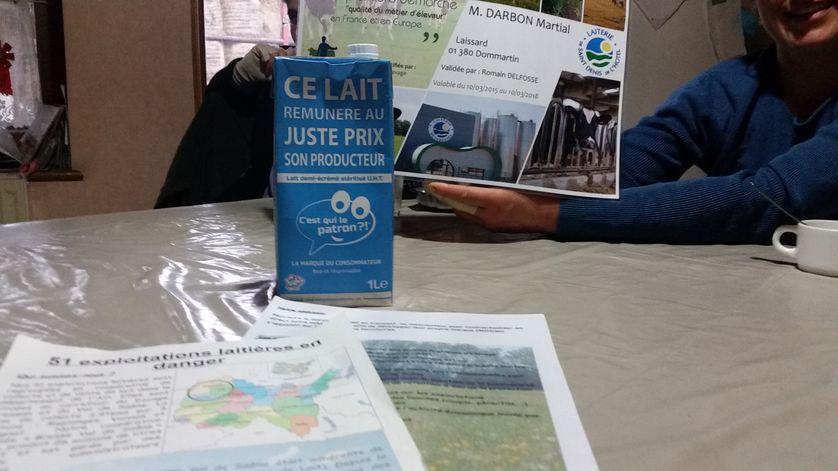"""Litre de lait de la """"marque du consommateur"""", premier lait équitable français, produit par des éleveurs de l'Ain"""