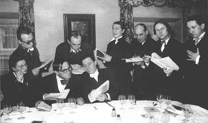 """Le jury des « Dix », parodie du Prix Goncourt, 1944. Le Prix est attribué à René Barjavel pour """"Ravage"""" et """"Le voyageur imprudent""""."""