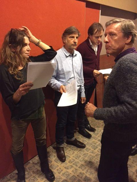Le réalisateur avec les comédiens
