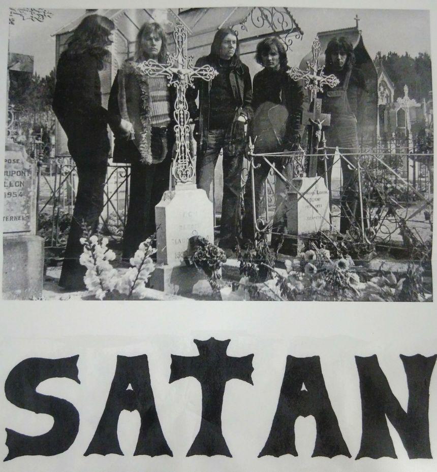 Affiche promotionnelle de l'époque (photo prise au cimetière de Changé)