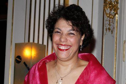 Remise des insignes de Chevalier des arts et lettres à Malika Bellaribi - Le Moal, Paris - 07 mars 2012