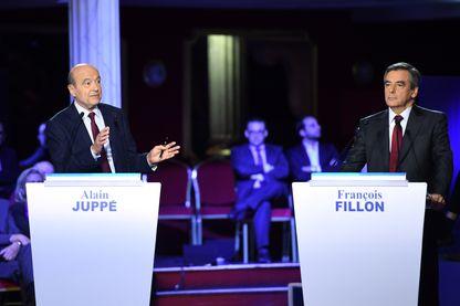 François Fillon et Alain Juppé lors du deuxième débat de la primaire de droite le 3 novembre 2016