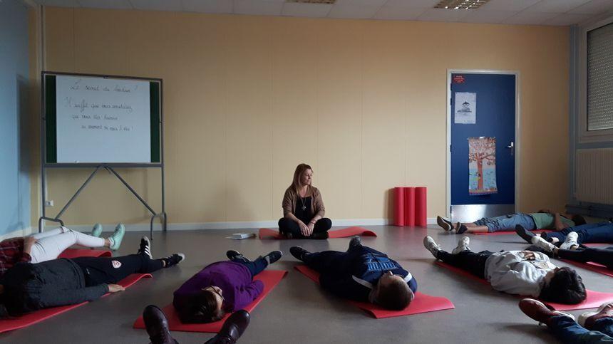 séance de méditation à la place d'une heure de colle au collège De Gaulle de Jeumont