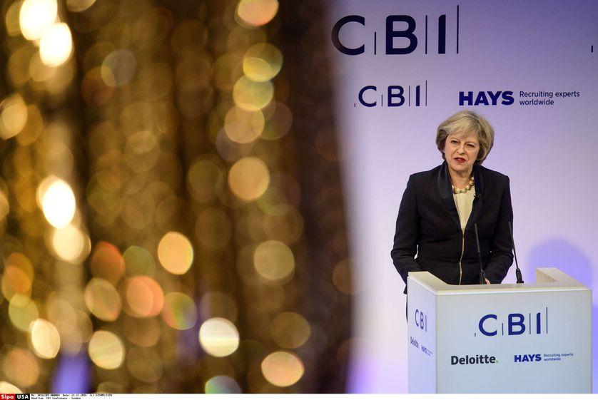 Theresa May devant la Confederation of British Industry (CBI) lors d''une conference à Grosvenor House à Londres