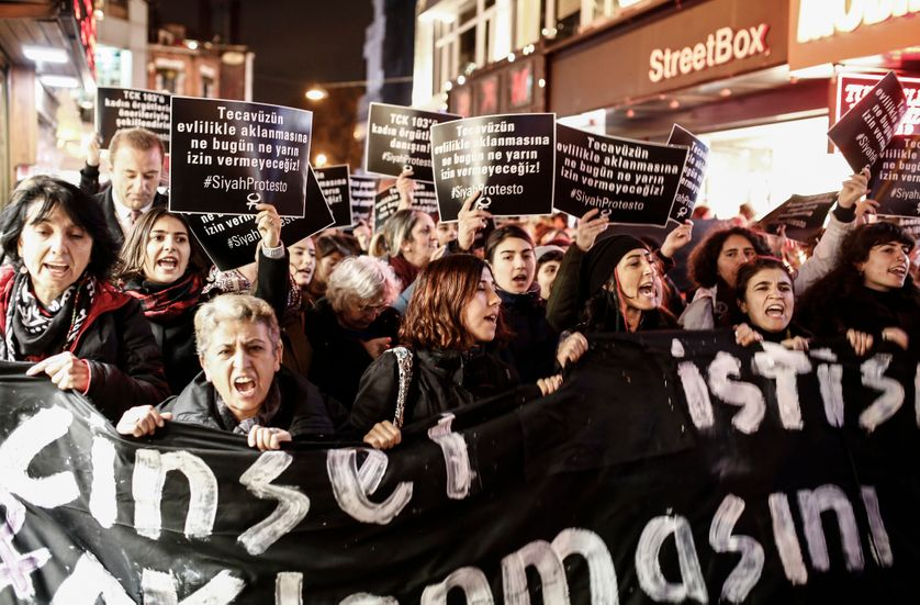 Manifestation en Turquie le 22 novembre 2016 contre le projet de loi de dépénalisation des agressions sexuelles sur mineurs