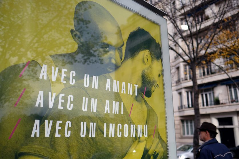 Affiche de campagne de prévention contre le sida. Photo prise à Marseille le 22 novembre 2016.