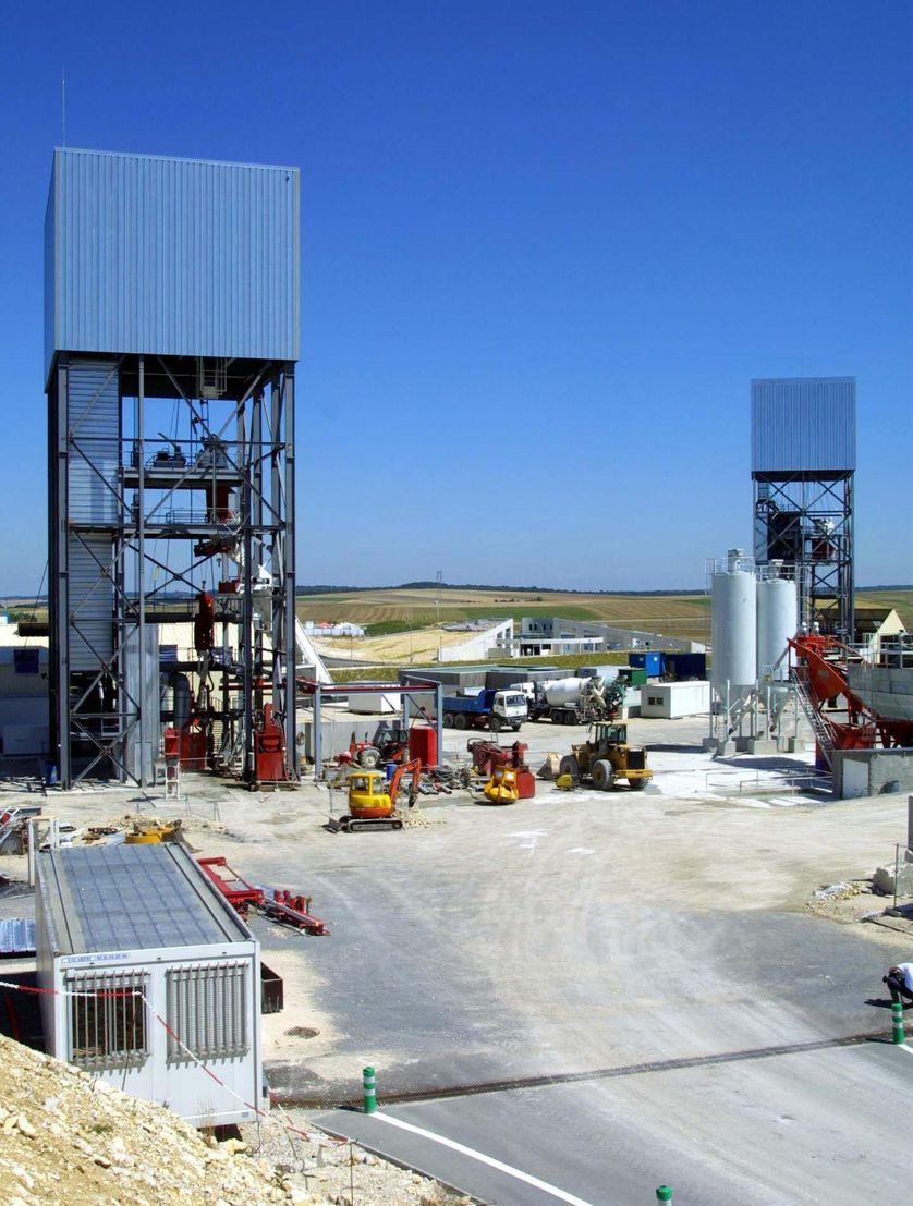 Photo prise le 22 juillet 2001 du laboratoire de recherche sur l'enfouissement de déchets nucléaires en milieu argileux à Bure, dans la Meuse