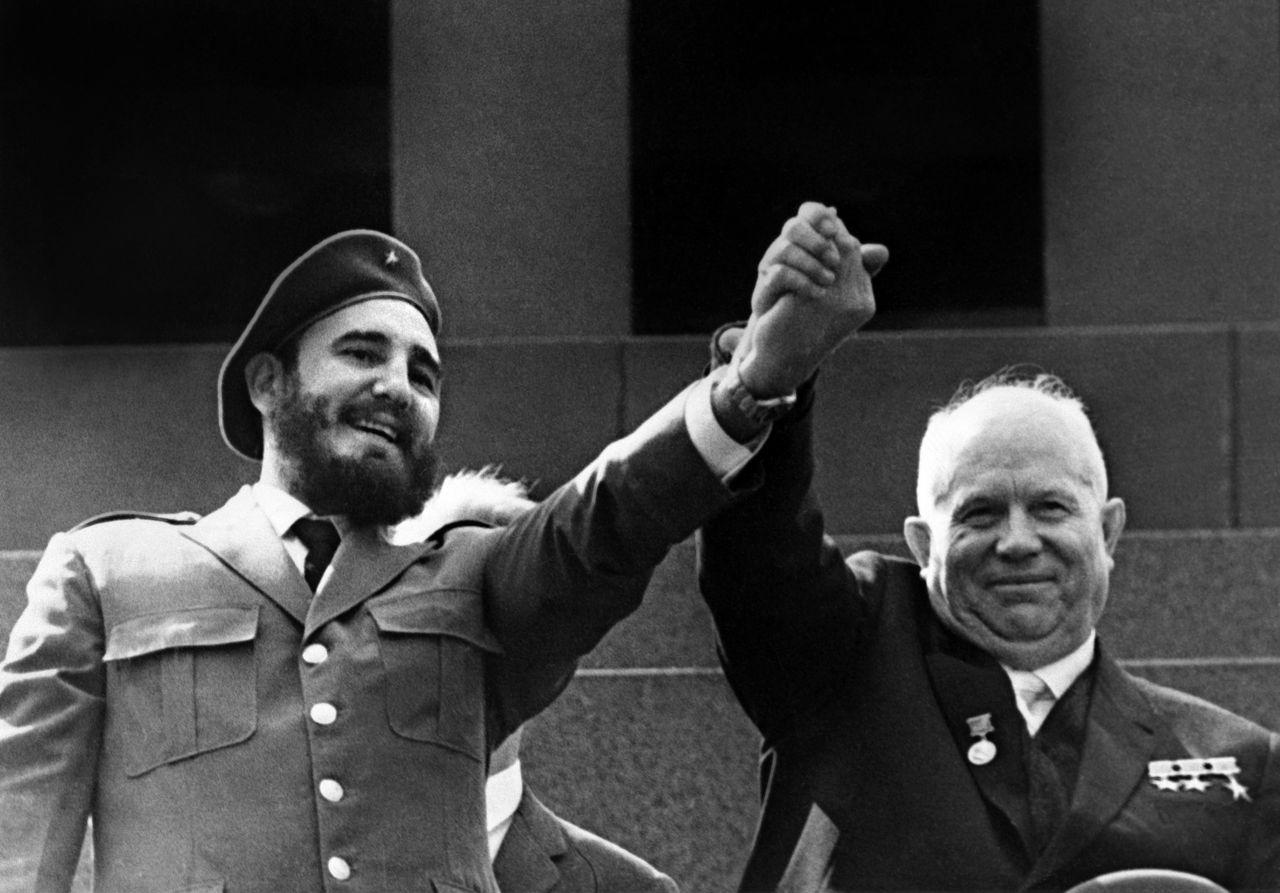 Fidel Castro avec le leader soviétique Nikita Kroutchev, à Moscou en mai 1963.