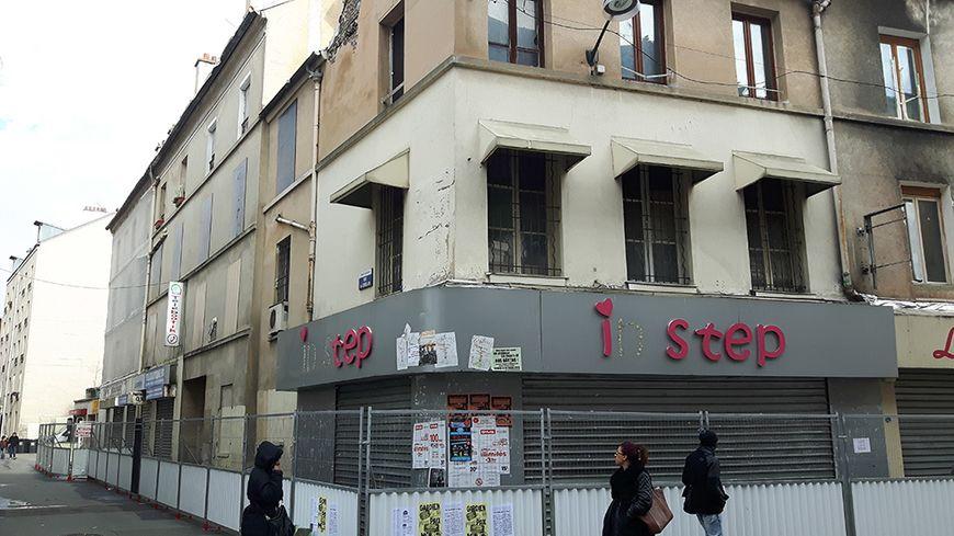 Un an après l'assaut antiterroriste, rue de la République à Saint-Denis.