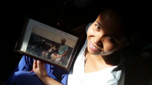 Tastu et la photo d'elle et ses parents du temps où ils étaient chiffonniers
