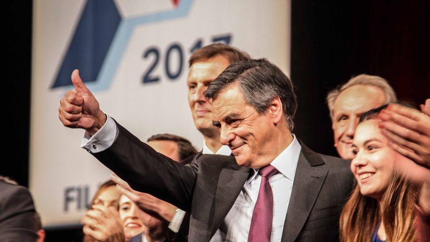 François Fillon arrive en tête du premier tour de la primaire de la droite et du centre