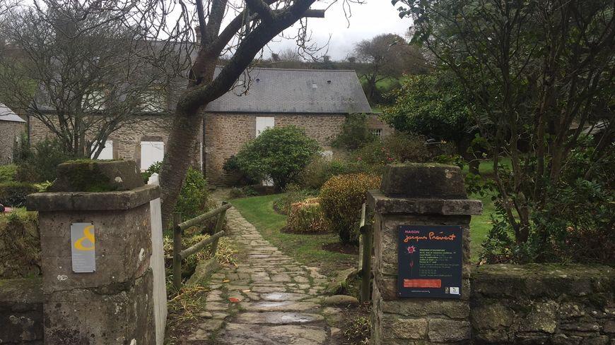 La maison de Jacques Prévert reçoit chaque année 13 000 visiteurs à Omonville-la-Petite
