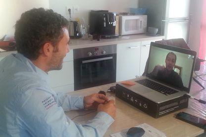 Dialogue, via Skype, entre Thomas Pesquet (sur l'écran) et Tanguy de Lamotte
