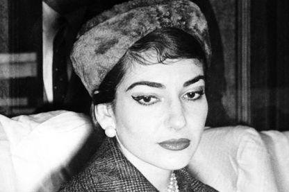 Maria Callas à bord d'un train à Rome - 9 janvier 1958