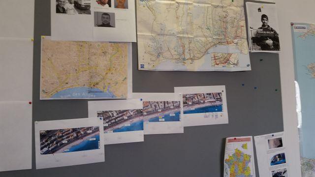 Au mur, dans la cellule de crise, des photographies aériennes détaillées de la Promenade des Anglais, à Nice