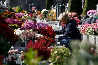 Au cimetière un jour de Toussaint